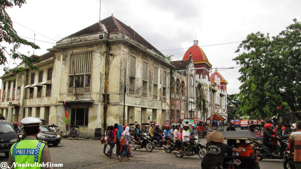 Banguan sepanjang jalanan Kota Lama, Semarang