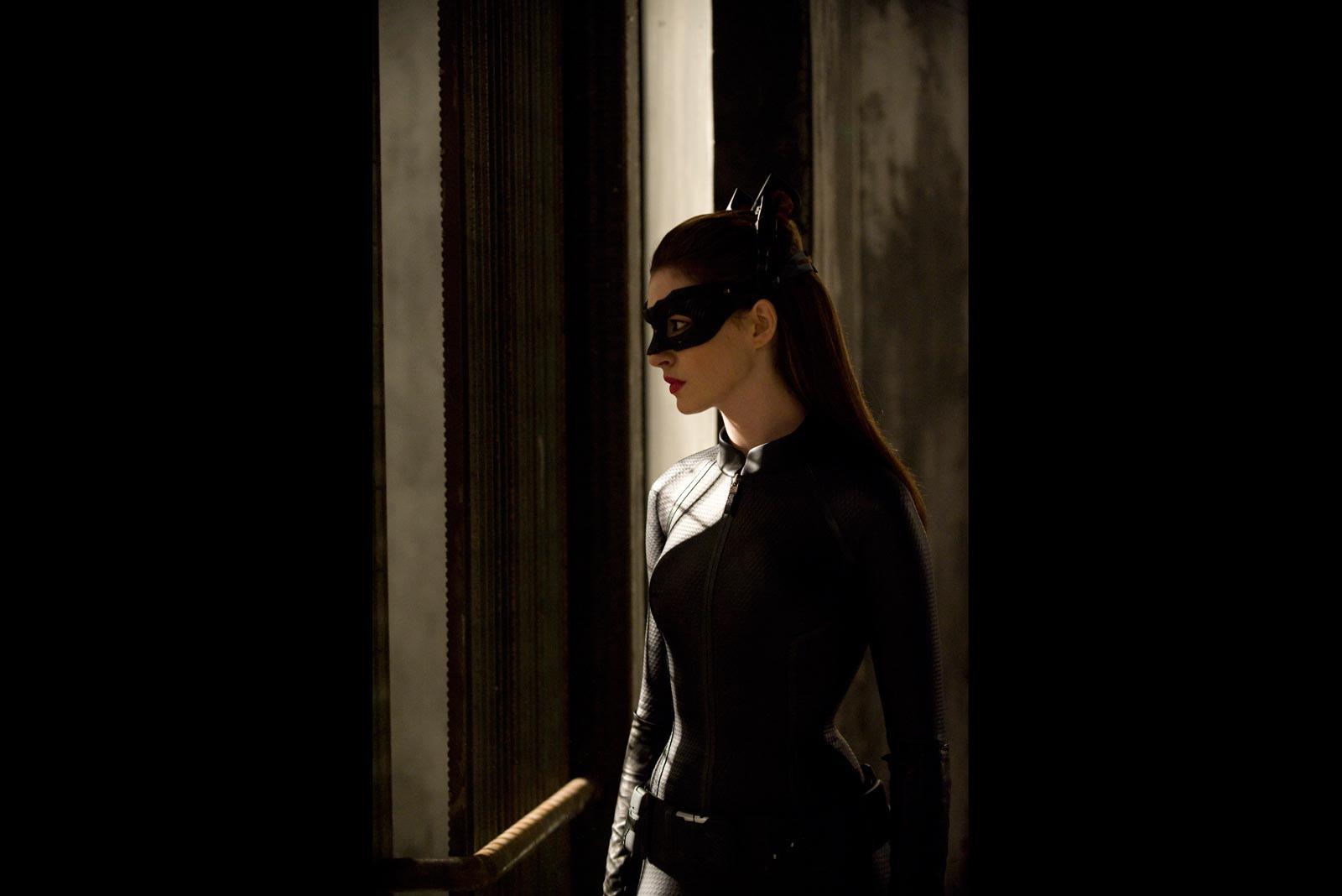 http://1.bp.blogspot.com/-7_lSxqaytx8/UCqxE0X2frI/AAAAAAAAA5Q/8Oym1ytjewc/s1600/anne-hathaway-catwoman.jpg