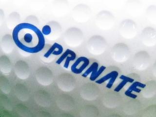 ディンプルにも印刷されているプロネートのロゴの写真