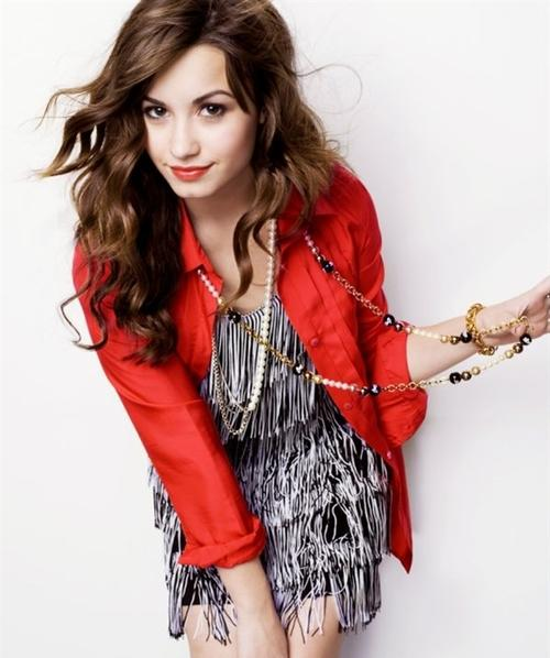 Demi lovato,singer,actress, writer,pictures