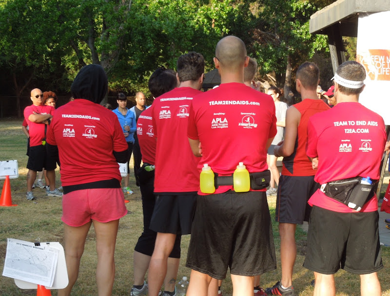 T2 Team to End AIDS Honolulu Marathon runners