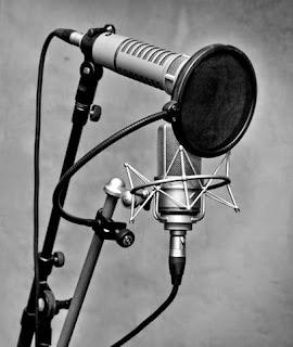 Régie du studio Medusa Prod avec un parc de microphones Neumann Electrovoice