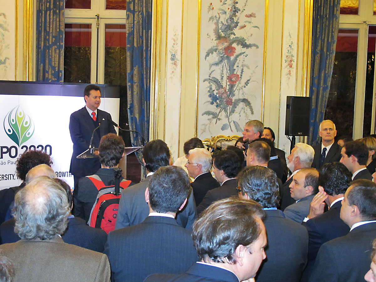 Laurent antoine lemog world expo consultant expo 2020 for Secretaire sous le bureau