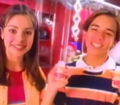Propaganda do Yakult com Sandy & Júnior em 1998.