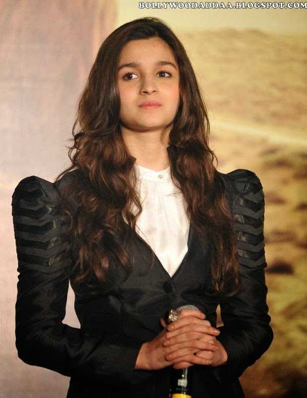 Alia Bhatt Hot sexy hot pics in her tight top black panty white bra nude pics hd