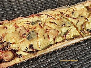 tarte fine aux courgettes, fromage de chèvre, thym et romarin