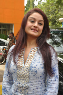 Sonia Agarwal Wearing a Strnage SPicy Churidar