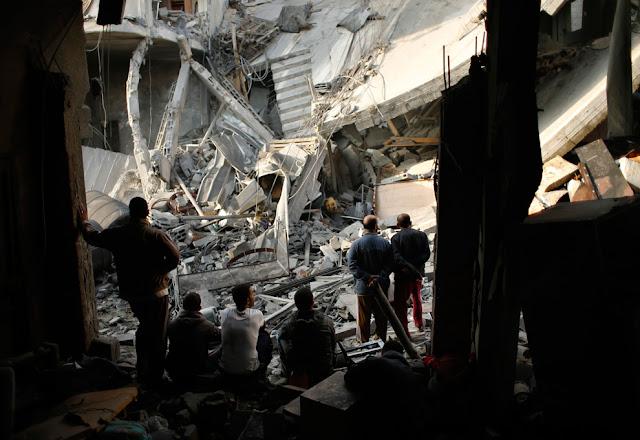 الحرب على غزة Gaza+Under+Fire+%2811%29
