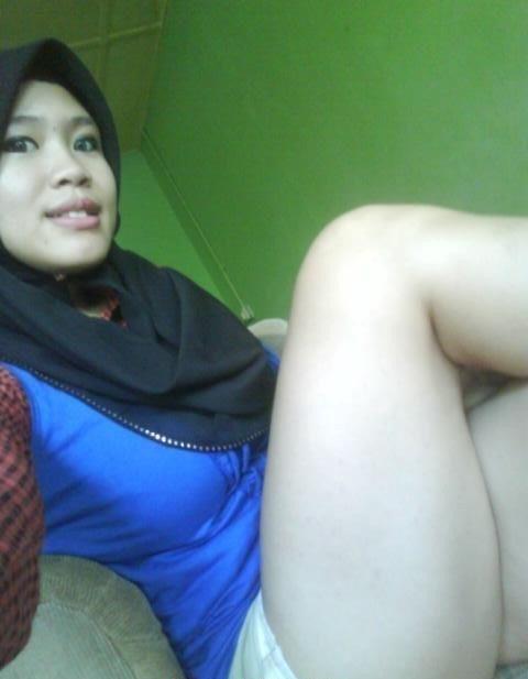 Selfie Gadis Melayu Pakai Tudung Tapi Bergaya Lucah