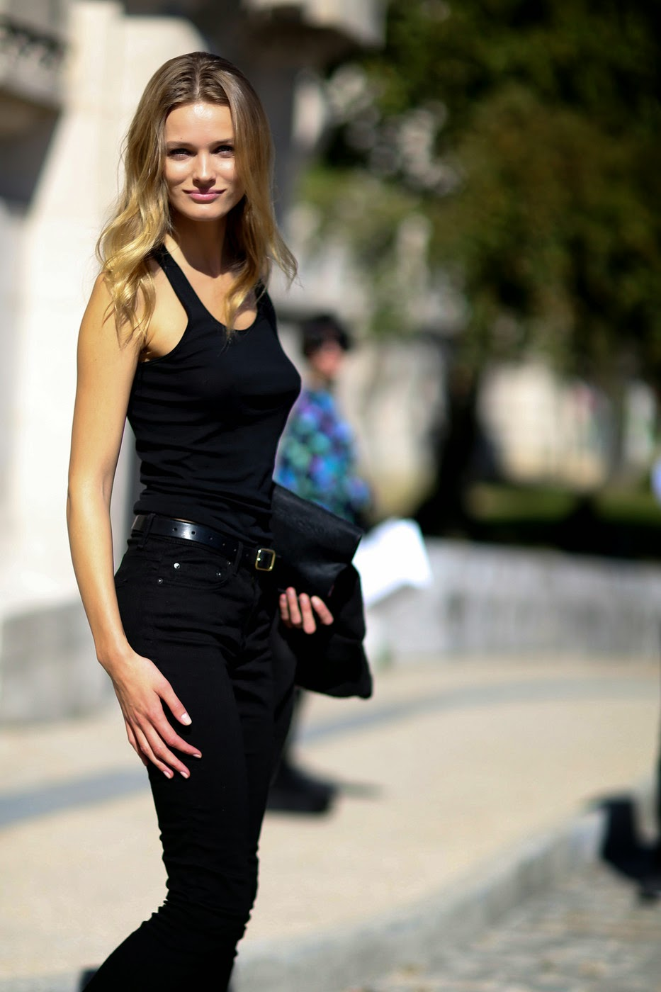 Model Street Style Edita Vilkeviciute 39 S All Black Simple Look The Front Row View