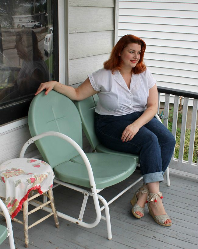 plus size vintage casual style with jeans and pincurls on a retro country porch via Va Voom Vintage with Brittany