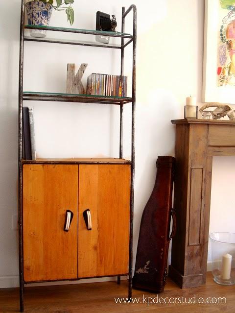 Mueble bar industrial retro de madera y hierro