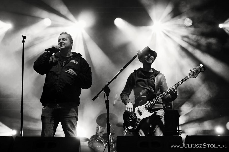 http://juliuszstola.blogspot.com/2014/05/koncert-zespou-strachy-na-lachy.html#more