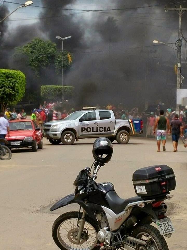 mototaxistas fecham a pe 074 em protesto a fiscaliza 231 227 o do