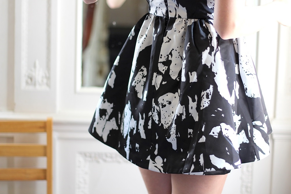 peexo fashion blogger wearing monochrome dress