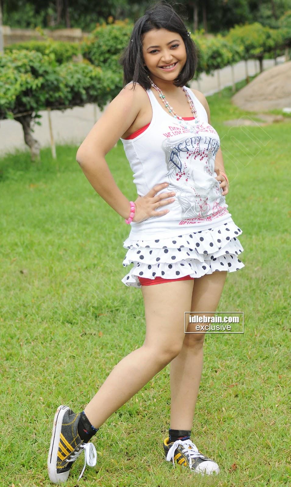 Swetha Basu legs