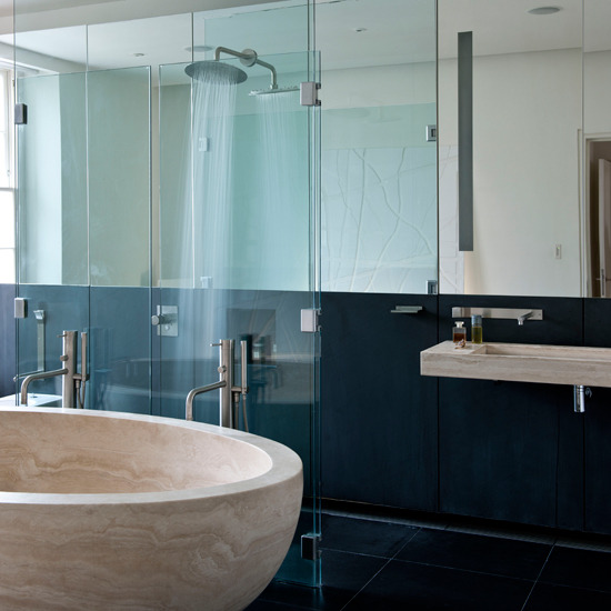 Decoracion De Baños Modernos Con Jacuzzi:de este cuarto de baño es su enorme bañera de una sola pieza de