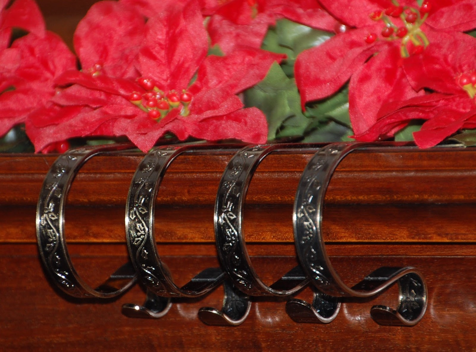 Royalegacy reviews and more mantle clip stocking holders for Brass stocking holders fireplace