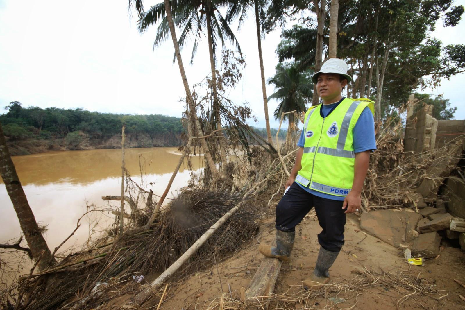 gambar kesan Banjir besar di Kampung Manjor, Kuala Krai