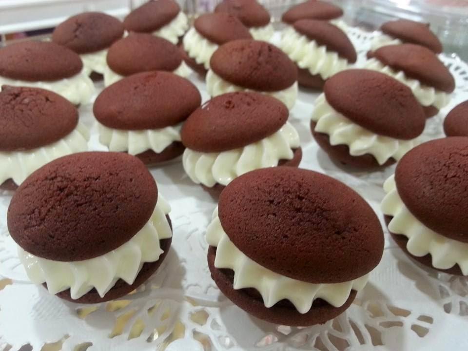 whoopie pies red velvet laia's cupcakes puerto sagunto bakery