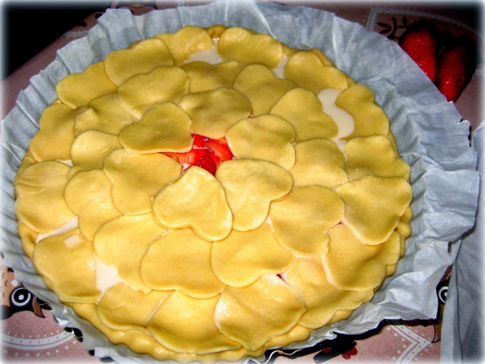 La ricetta della Crostata di Fragole e Pasta Frolla è veloce, facile da preparare e super golosa!