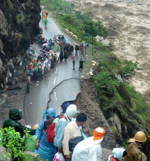 வெள்ள நிவாரணப் பணிகள்-கேதர்நாத்..படங்கள் இணைப்பு Floods.+Rescue+29.