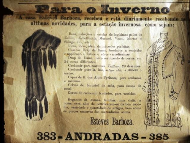 Propaganda de loja de vestuário em 1910 com oferta de casacos feitos com peles de animais.