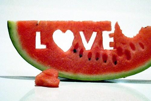 Cara Praktis Makan Semangka