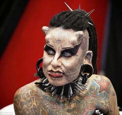 Mujer con más tatuajes del mundo