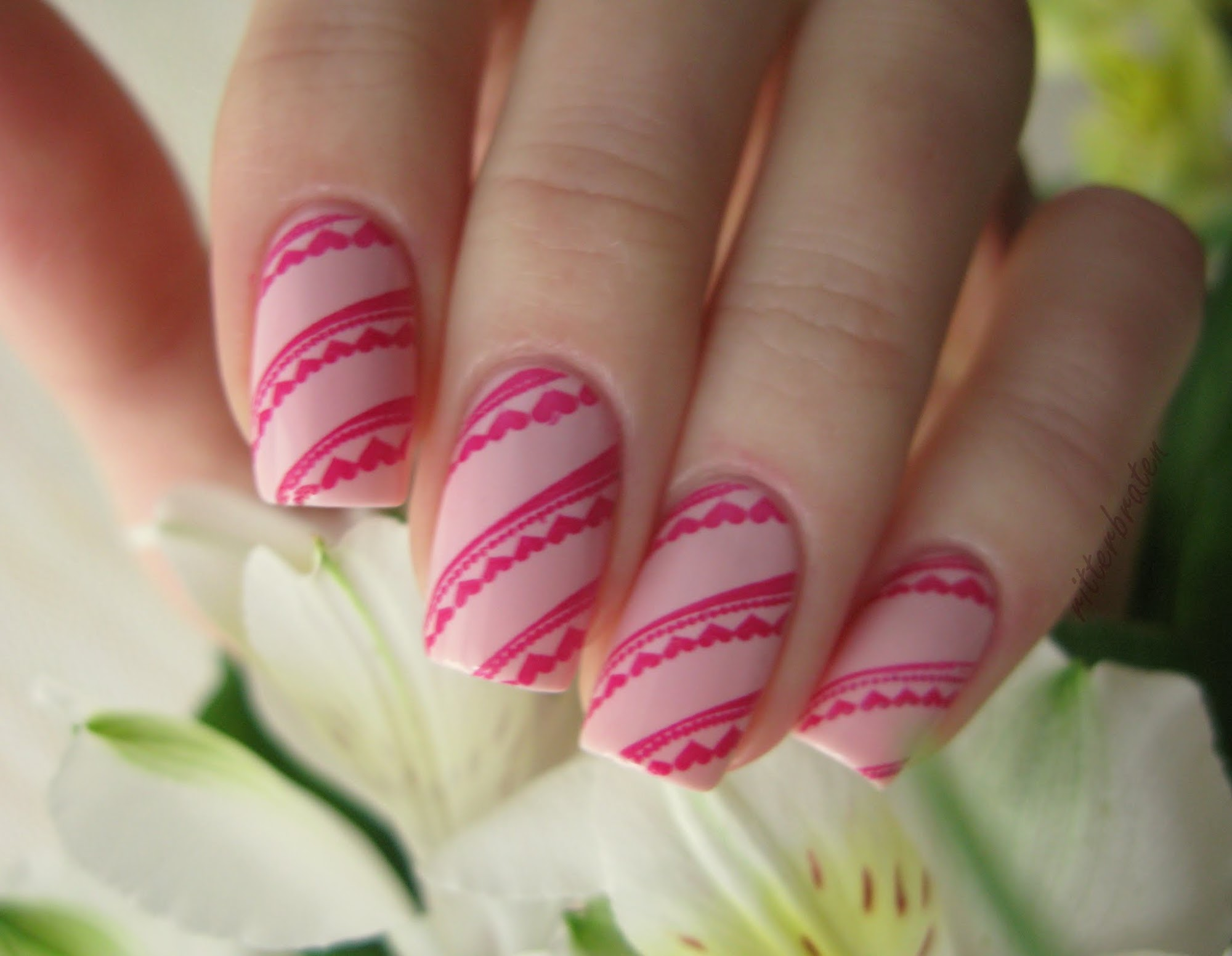 Valentine nails