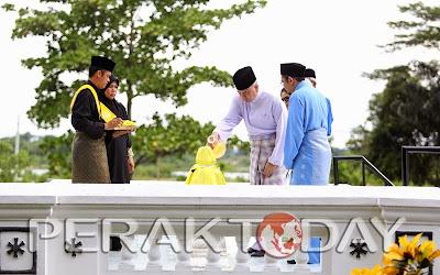 Sultan Perak Berkenan Menziarahi makam Raja Bendahara Alang Iskandar Almarhum Teja