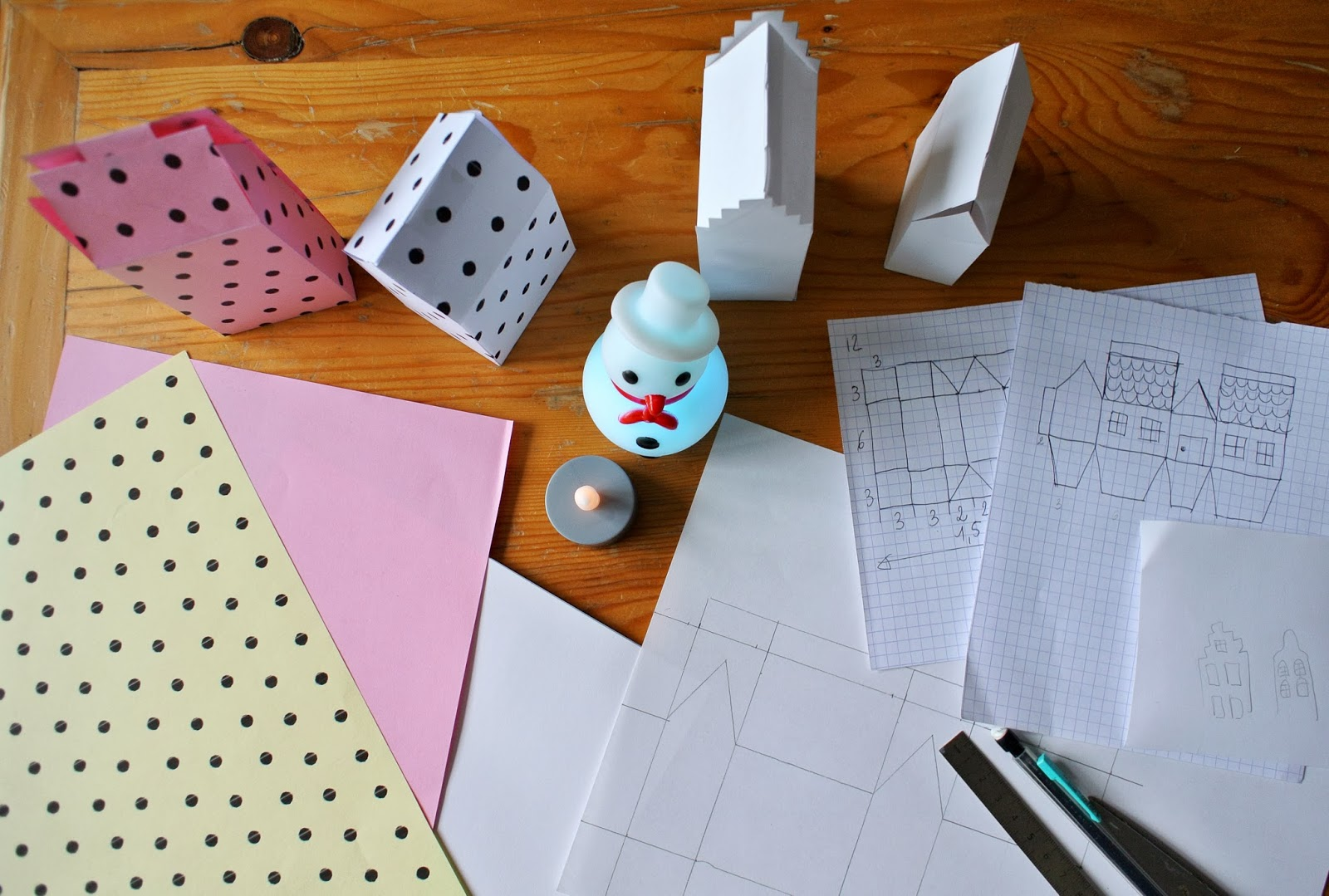 le blog de gabrielle aznar mon calendrier de l 39 avent 2013 les petites maisons de papier diy. Black Bedroom Furniture Sets. Home Design Ideas