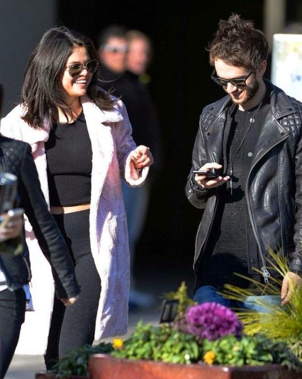 It's been 4 weeks since her finally quit with ex-boyfriend, Justin Bieber.  And Selena Gomez has officially moven on with new spouse, DJ Zedd whom they were spending a romantic moment at Atlanta, GA, USA on Friday, January 23, 2015.