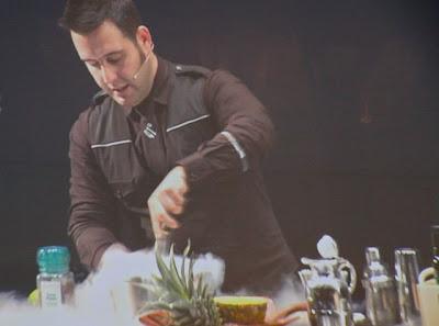 Preparación de un cocktail de Albert Adriá en gastronomika 2012 Blog Esteban Capdevila