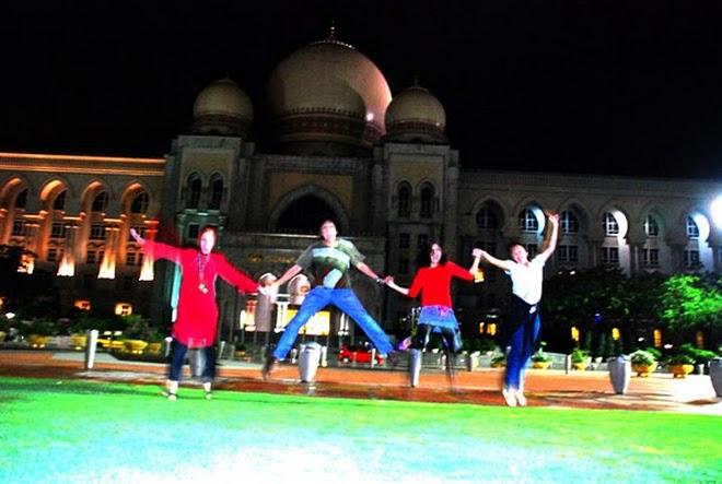 Marissa Haque, Ikang Fawzi, Isabella Fawzi, Chikita Fawzi di Syah Alam, Malaysia
