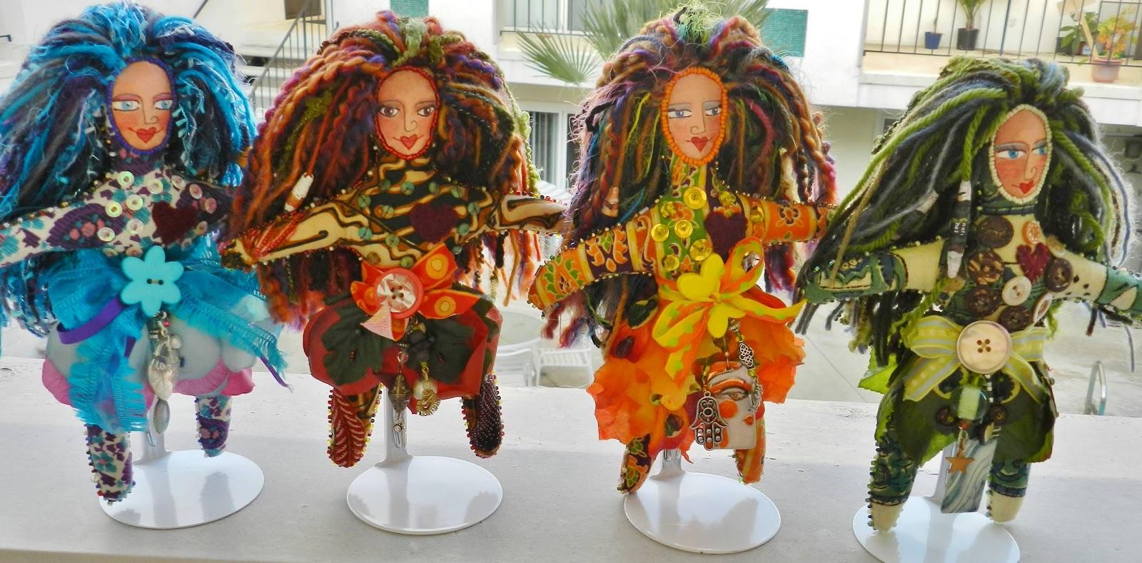 http://1.bp.blogspot.com/-7fg-YnTsIsw/T427rLfYtzI/AAAAAAAAACM/G08ZDjZH_Jo/s1600/Custom-Toys-Craft-Dolls-Wallpaper-10.JPG