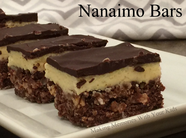Featured Recipe | Nanaimo Bars from Making Memories With Your Kids #nobake #SRCHolidayTreats #bars #dessert