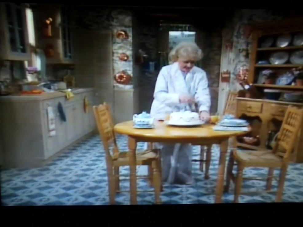 screenshot of the golden girls a piece of cake epis