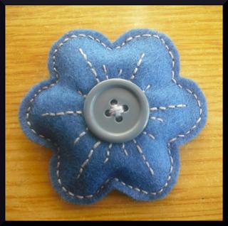 broche flor fieltro azul