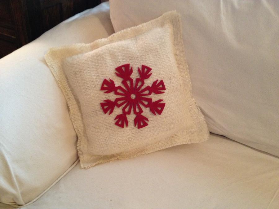 No-Sew Burlap Pillow. Holiday Burlap & Always Something: No-Sew Burlap Pillow pillowsntoast.com