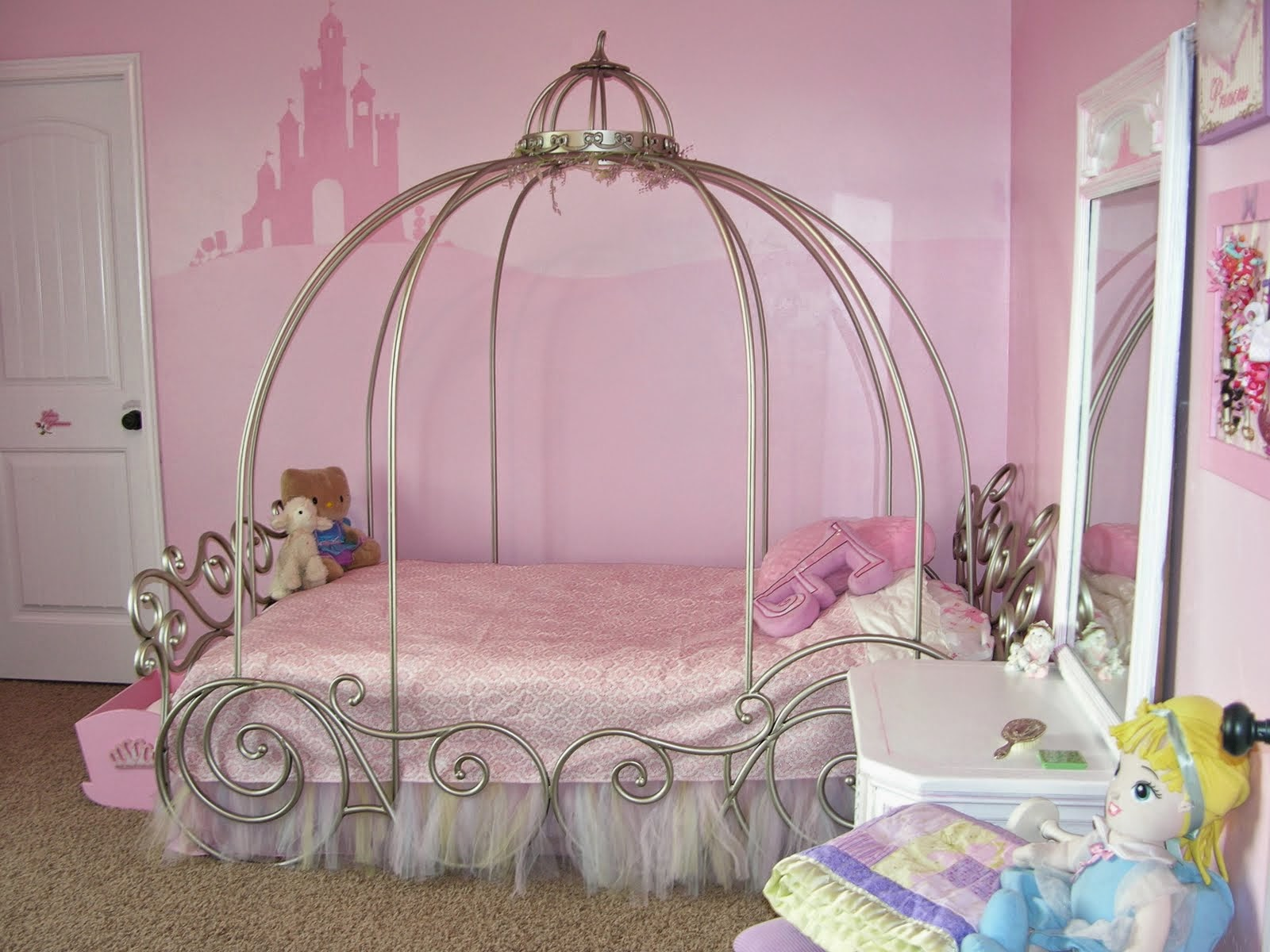 20 little girl 39 s bedroom decorating ideas for Decorate your bed