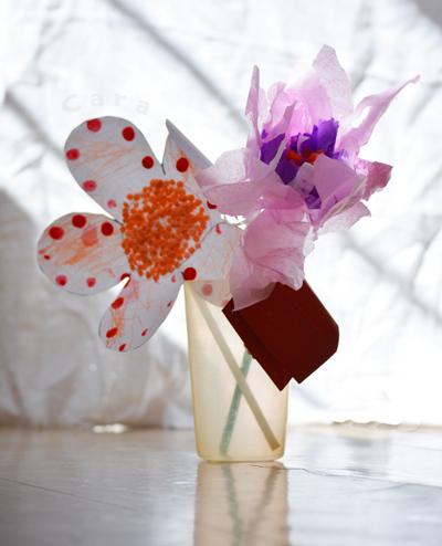 Fleurs de papier, bricolage d'enfant fête des mères