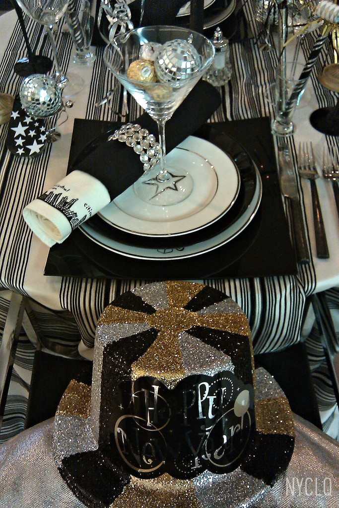 FOCAL POINT STYLING New Years Eve Tablestyling Silver Black Gold