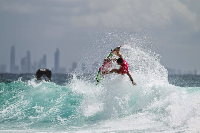 35 Quiksilver Pro Gold Coast 2015 Filipe Toledo Foto WSL Kelly Cestari