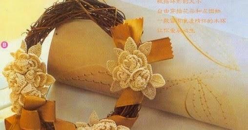 Con i gomitoli di Tommy...: Ghirlanda decorata con fiori alluncinetto