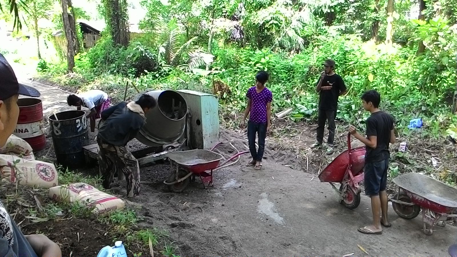 Pekerjaan Pengecoran Jalan Bukit Apit - Koto di Jorong Guguak Tinggi