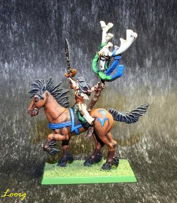 Mago de los Elfos Silvano montando un corcel élfico