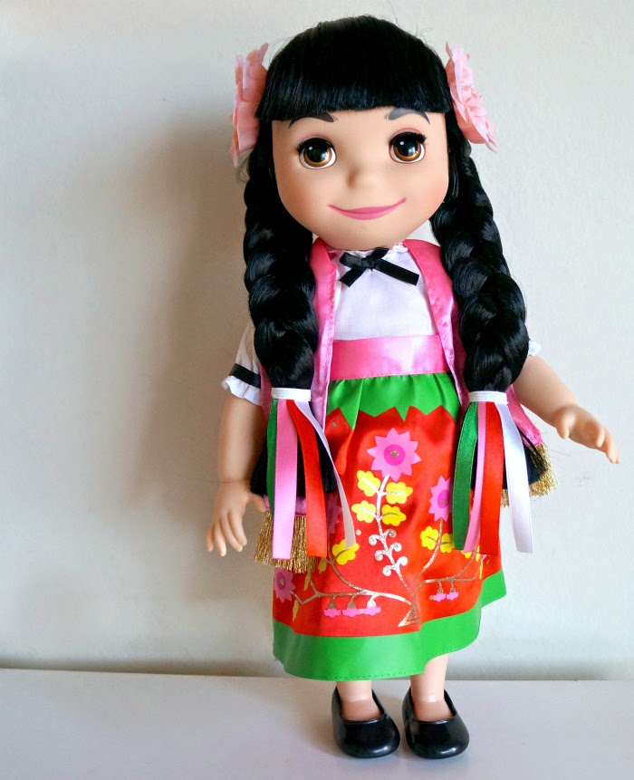 ''it's a small world'' Mexico Singing Doll in Spanish // livingmividaloca.com