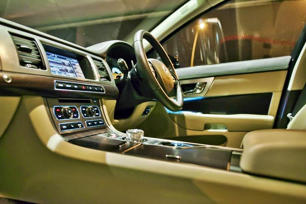 Jaguar XJL Interior wallpaper