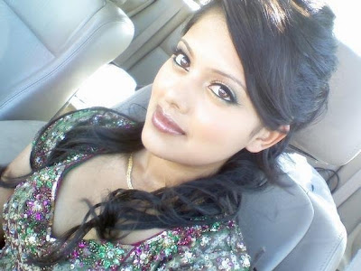 Local Pakistani Girl Pic In Car